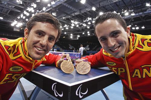Ruiz-y-Cardona-con-sus-medallas-500